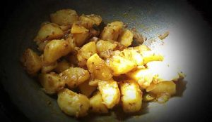 Aloo Masala Roast Recipe In Hindi